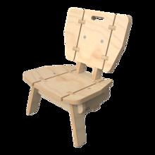 houten loungestoel voor kinderen in de kinderhoek met rugleuning